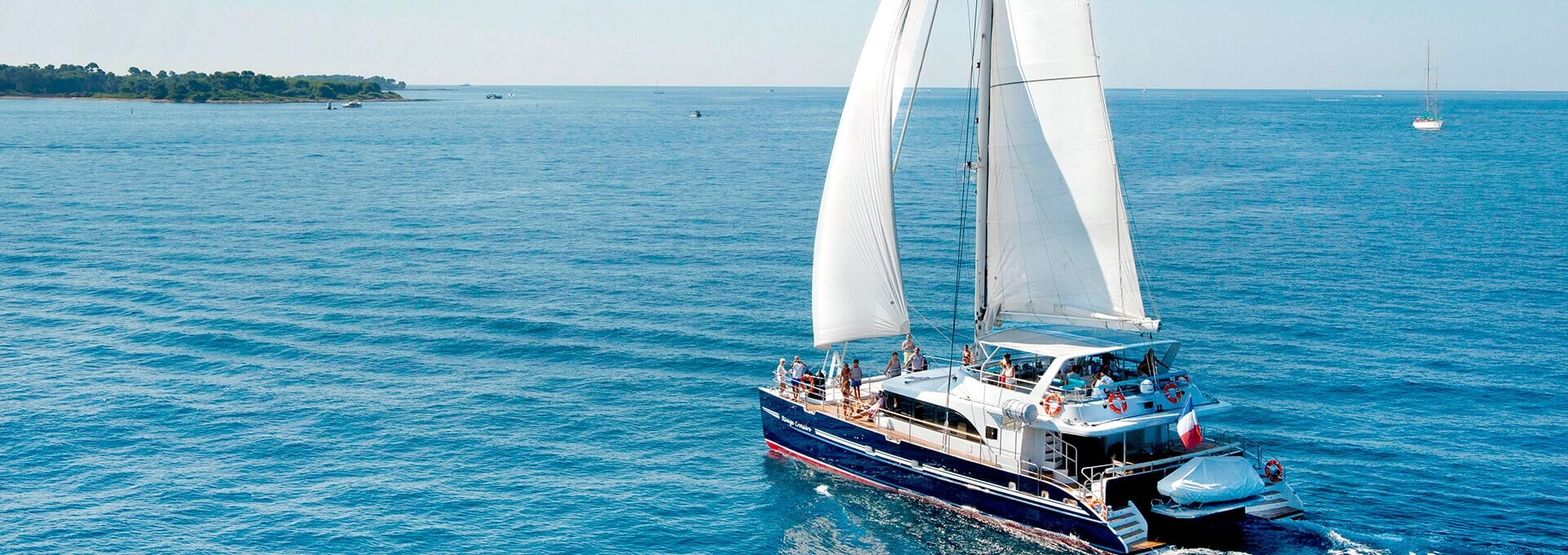 Charter catamaran rental cannes rivage croisi re for Cocktail 80 personnes